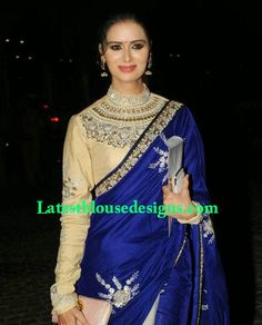 Looking for modest saree designs for Muslim women? Different ideas of how to wear saree modestly? This post is all about the latest saree fashion Full Sleeves Blouse Designs, Blouse Designs High Neck, High Neck Blouse, Saree Blouse Patterns, Saree Blouse Designs, Sari Blouse, Blue Blouse, Hipster Dress, Indian Gowns Dresses