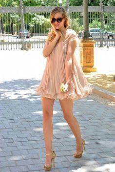 #i4out #fashion #look #lookbook #streetstyle #dress #swag #girl #sunglasses #chiffon #chiffon #dress #beads #high #heels