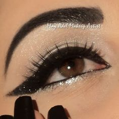 Winged Glittery Eyeliner