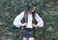 Blog Caca Dorceles. 2015. Meu Look: Colete Bordado. Details: Zara suede vest + Zara off the shoulder blouse + Zara leather skirt + Saint Laurent bag.