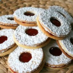 Bredele with jam, an excellent recipe to try without further delay. R … - DIY Christmas Cookies Biscotti Cookies, Yummy Cookies, Thermomix Desserts, No Bake Desserts, Little Cakes, No Cook Meals, Christmas Cookies, Christmas Sweets, Diy Christmas