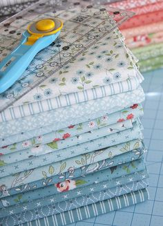 Time to dust off the sewing machine and get stitching! Check out Vanessa's collection of fun-to-make quilt patterns that even a beginner can tackle. Make them with fat quarters, charm packs, jelly rolls, or whatever you have in your fabric stash. Quilt Patterns, Sewing Patterns, Kind Of Blue, Tips & Tricks, Look Vintage, Textiles, Fabulous Fabrics, Couture, Paper Piecing