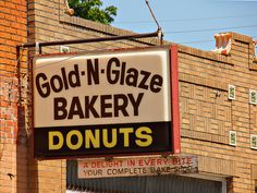 The absolute best donut ever made - krispy kreme, you're a sloppy second Old Neon Signs, Vintage Neon Signs, St Joseph Mo, St Joes, Donut Glaze, Krispy Kreme, Donut Shop, Places To Eat, Missouri
