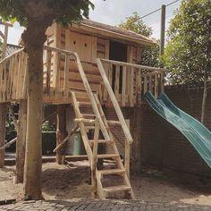 Boomhut Boris houten speelhuis, op maat gemaakt en gebouwd in de tuin. Extra's als schommels, zandbak, glijbaan en touwbrug etc. beschikbaar.
