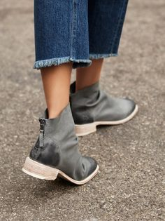 John Fluevog Free People Viceroy Sz 8w (see Explanation) Milano Storm Boots. Get the must-have boots of this season! These John Fluevog Free People Viceroy Sz 8w (see Explanation) Milano Storm Boots are a top 10 member favorite on Tradesy. Save on yours before they're sold out!