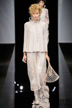 Giorgio Armani Spring-summer 2019 - Ready-to-Wear ♦๏~✿✿✿~☼๏♥๏花✨✿写 ☆ ☀❁~⊱✿ღ~❥ ༺♡༻ 🌺 SA Oct 2018 🌺 ༺♡༻ 💥⊰~ ♥⛩☮️ Fashion Wear, Look Fashion, Trendy Fashion, Fashion Brands, Fashion Show, Fashion Outfits, Womens Fashion, Fashion Design, Milan Fashion