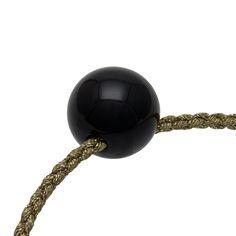坂本これくしょんの艶やかで美しくとても軽い「和木に漆塗りのアクセサリー」より、つや玉ペンダントより、少し小さめでころんとしたブラックカラー ウェアラブル 漆 アクセサリー ペンダント 木の実 黒色 wearable URUSHI accessories Pendant nuts black color 漆黒といわれる大人の黒色。多くの工程の分深みのある大人のブラックカラーに仕上がっています。カジュアルにも華やかなお席にもコーディネートしやすくどの季節でもお使いいただけます。胸元に1つお着けいただくだけで華やかに演出できます。  #漆アクセサリー #漆のアクセサリー #漆ジュエリー #軽いアクセサリー #漆のペンダント #木の実ペンダント #黒色ペンダント #漆黒ペンダント #Pendant #nutsPendant #wearable #ウェアラブル漆 #漆塗り #軽さを実感 #坂本これくしょん