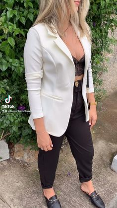 Blazer Off White, White Blazer Outfits, Look Casual Chic, Casual Looks, Look Blazer, Boy Boy, Trendy Dresses, Spring Outfits, Editorial