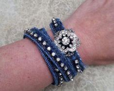 Denim Armband, recycelten Jeans, Upcycled Schmuck Strass Armreif - Maggie S. Recycled Jewelry, Handmade Jewelry, Vintage Jewelry, Bracelet Denim, Bangle Bracelet, Denim Armband, Bracelet Strass, Artisanats Denim, Blue Denim