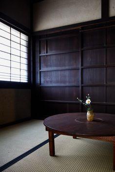 日本家屋、古民家、和室/Meticulous Renovation of a House in Hino, Japan Japanese Style House, Traditional Japanese House, Japanese Wife, Japanese Homes, Traditional Kitchens, Japan Interior, Japanese Interior Design, Japanese Architecture, Interior Architecture