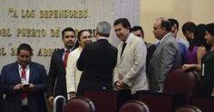 El Comité Directivo del Partido Acción Nacional (PAN) rifó monederos electrónicos de hasta 5 mil pesos entre los reporteros de la fuente de la capital de Veracruz. Igualando las acciones de los diputados locales en el desayuno de este lunes, el vocero de albiazul, José Manuel Siu Vargas, dio lectura al comunicado de cada […]