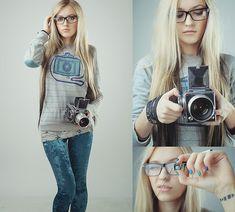 Anya Anti - Pull & Bear Camera Jumper, Ebay Turquoise Velvet Leggings, Aperture&Focal Length Bracelets - Smile!