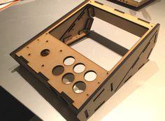 RetroPie用「Portable Cabinet」の製作 その1 Arcade Bartop, Portable Game Console, Room Planning, Retro, Nintendo Consoles, Game Room, Raspberry, Video Games, Gaming