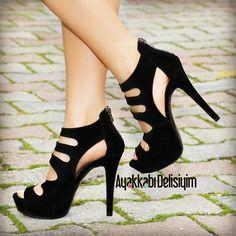 İlna Süet Siyah Dekolteli Topuklu Ayakkabı