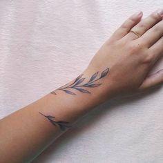 mini tattoos for women - mini tattoos ; mini tattoos with meaning ; mini tattoos for girls with meaning ; mini tattoos for women Wrap Around Wrist Tattoos, Wrap Around Tattoo, Flower Wrist Tattoos, Wrist Tattoos For Women, Tattoos For Women Small, Small Tattoos, Arm Wrap Tattoo, Wrist Hand Tattoo, Tattoo Women