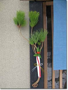 """Nenuki-matsu"" pine branch pulling out by the roots/Japanese new year garland 根抜き松"