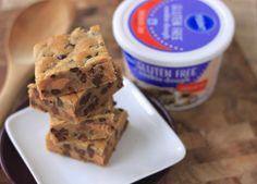 peanut butter cup chocolate chip cookie bars {made with gluten-free pillsbury dough!} Read more at http://www.greensnchocolate.com/2013/12/peanut-butter-cup-chocolate-chip-cookie-bars-made-with-gluten-free-pilsbury-dough.