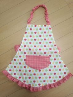 子供用エプロン。 | こーやのトコの事情。 Sewing Tutorials, Sewing Projects, Kids Apron, Kids And Parenting, Diy And Crafts, Handmade, Aprons, Free Sewing, Crafts For Children