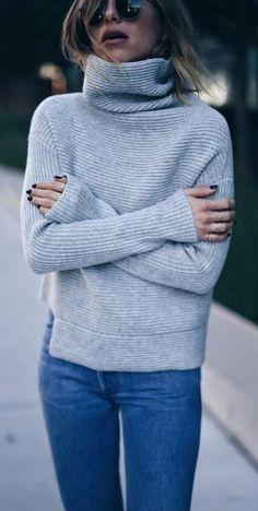cozy outfit idea / sweater + skinny jeans