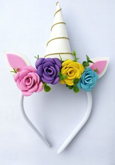 Seja bem vinda a Mimos !! Tiara feita artesanalmente com muito amor e carinho !!! Tiara feita com EVA. São contados apenas os dias ÚTEIS para confecção do produto. Diy Unicorn Birthday Party, Birthday Party Themes, Projects For Kids, Diy For Kids, Money Making Crafts, Unicorn Costume, 1st Birthdays, Jewellery Storage, Fabric Flowers