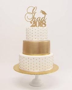 Grad 2018 topper: perfect for either cakes or centerpieces - available in multiple sizes! Our one-sided toppers are made with premium glitter cardstock and would be perfect for your next party or shower! Unlike other shops, we ship all of our toppers in sturdy boxes. We want to