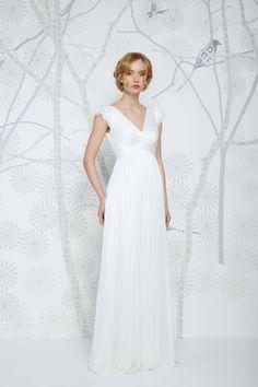 SADONI wedding dress ELYSE with flattering v-neckline in elegant silk tulle.