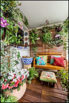 ideas apartment patio flowers hanging baskets for 2019 Apartment Balcony Garden, Small Balcony Garden, Apartment Balcony Decorating, Balcony Plants, Apartment Balconies, Cool Apartments, Small Patio, Apartment Plants, Green Apartment