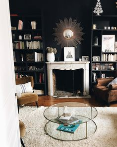 What lamp for my living room? Living Room Green, My Living Room, Living Room Decor, Living Spaces, Dining Room Console, Chimney Decor, Deco Studio, Lunch Room, Industrial Living