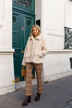I Live in Paris, and French Girls Are Definitely Not Wearing These New Trends - Street Style 😎 Fashion Week, New Fashion, Trendy Fashion, Fashion Outfits, Fashion Trends, Womens Fashion, Fashion Fall, Fashion Ideas, Fashion 2018
