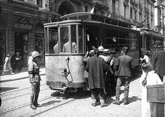 Beyoğlu-nda trafiği düzenleyen İngiliz İnzibat