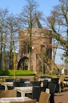 The history of the city of Roermond goes back to the Roman period. From the 3rd Century after Christ derived altar stone is the origin of the settlement. Rurgemunde is first mentioned in the year 1150th Over the centuries, Roermond became a city (1230), capital of Overkwartier Gelre and Hanseatic City (1442) was. The city was occupied in the past repeatedly: Spanish, French, Austrian and German were here. Since 1839 Roermond is one of the Netherlands.
