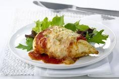 Chicken Parmesan is a favorite dish of many, but it's often high in fat and calories. Here's a low fat chicken parmesan that's a little easier on the waistline. Grilled Chicken Parmesan, Chicken Parmesan Recipes, Grilled Chicken Recipes, Baked Chicken, Grilled Food, Baked Ziti, Boneless Chicken, Roasted Chicken, Crockpot Chicken And Vegetables
