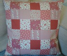 """*HANDMADE* RED DITSY FLORAL PATCHWORK SHABBY CHIC CUSHION COVER 14""""X14"""" 