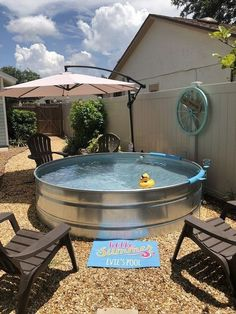 Having a pool sounds awesome especially if you are working with the best backyard pool landscaping ideas there is. How you design a proper backyard with a pool matters. Piscina Intex, Casa Patio, Backyard Patio, Diy Patio, Diy Pool, Diy Concrete Patio, Better Homes And Gardens, Gazebos, Stock Tank Pool
