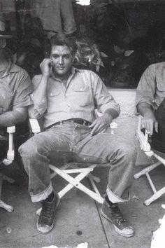 Elvis...break on set