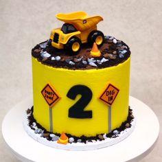 Dump Truck Construction Cake Digger Birthday Cake, 3 Year Old Birthday Cake, Digger Cake, Toddler Birthday Cakes, Baby Boy Birthday Cake, Truck Birthday Cakes, 3rd Birthday, Birthday Ideas, Kids Construction Cake