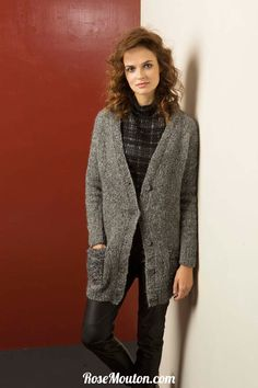 Gilet tricoté avec les qualités Yara et Mohair Luxe de Lang Yarns.  Catalogue Lang Yarns Urban 238.  #laine #langyarns #lang #tricot #tricoter #yarn #pull #pullover #cardigan #gilet #bonnet #echarpe #poncho #snood #merinos #alpaca #cachemire #cashmere #knit #knitting #wool #hat #scarf #cowl #rosemouton