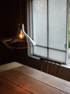 frasco glass(フラスコガラス)|ペンダント照明|商品詳細ページ|照明・インテリア雑貨 販売 flame Japanese Bar, Japanese Home Decor, Cafe Interior, Interior Exterior, Light In, Light Bulb, Interior Lighting, Lighting Design, Cafe Concept