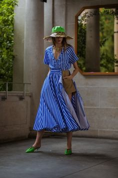Rosie Assoulin Spring 2020 Ready-to-Wear Fashion Show - Vogue Winter Fashion Outfits, Look Fashion, Fashion Show, Fashion Dresses, Fashion Design, Woman Fashion, Diy Fashion Hacks, Clothing Hacks, Vogue Russia