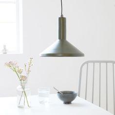 Mall Made taklampa från House Doctor. En lampa som andas industriell stil! Placera lampan över soffb...