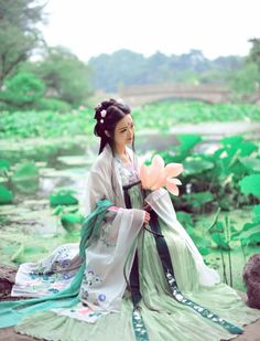 changan-moon:  Traditional Chinese fashion, hanfu | Clothes 清辉阁 Photo 一只番茄吖