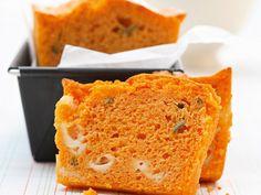 Voici une recette facile et très gourmande : celle du cake à la tomate, sauge et mozzarella. Un vrai plaisir pour petits et grands.