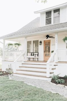 Farmhouse Porch Curb Appeal Makeover Reveal 2019 country farmhouse porch decorating ideas The post Farmhouse Porch Curb Appeal Makeover Reveal 2019 appeared first on Landscape Diy. Farmhouse Front Porches, Country Farmhouse, Vintage Farmhouse, Farmhouse Ideas, American Farmhouse, Country Porches, Farmhouse Design, Craftsman Front Porches, French Country