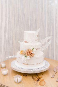 A boho-chic spring terra-cotta and peach wedding - 100 Layer Cake Wedding Desserts, Wedding Cakes, Wedding Decorations, Boho Wedding, Bohemian Weddings, 100 Layer Cake, Wedding Cake Designs, Boho Chic, Wedding Planning