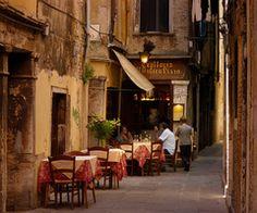 Sidewalk Cafe, Venice, Italy, at Blue Pueblo | via Tumblr