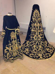 Vestido de terciopelo negro que luce la Virgen de los Dolores en las procesiones del Jueves y Viernes Santo en Benicarlo