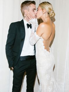 Man and wife: Hailey cupped her husband's face as the newlyweds shared a passionate kiss. Celebrity Wedding Hair, Celebrity Couples, Celebrity Weddings, Celebrity Style, Justin Bieber, Hailey Bieber Wedding, Taylor Swift, Wedding Portraits, Wedding Photos