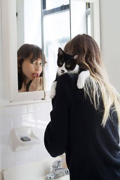 Girls and Their Cats Photography – Fubiz Media