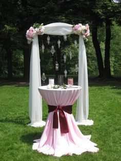 wedding arch, crystals with the table