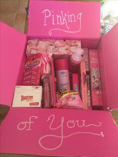 Pinking of you care package. Female soldier on deployment. Over seas Pinking of you care package. Female soldier on deployment. Over seas Cute Birthday Gift, Birthday Box, Birthday Present Ideas For Sister, Gift For Sister, Diy Birthday Gifts For Friends, Cheap Birthday Gifts, Little Sister Gifts, Sister Crafts, Birthday Gift Baskets